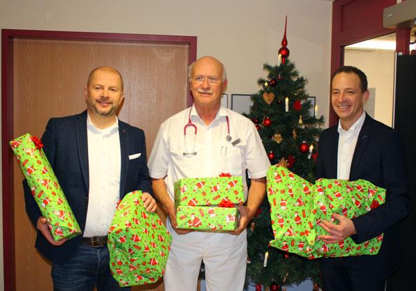 Übergabe der Weihnachtsgeschenke an die Kinderklinik Memmingen