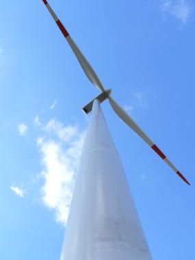 Blick nach oben - Windkraftanlage Hoppberg