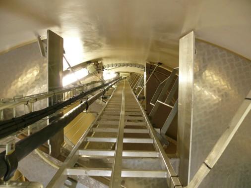 Wartungstreppe in Inneren - Windkraftanlage Hoppberg