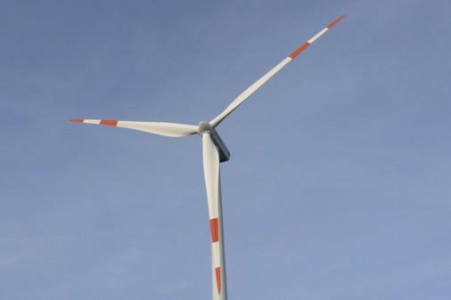 Blick auf die Windkraftanlage Hoppberg 2