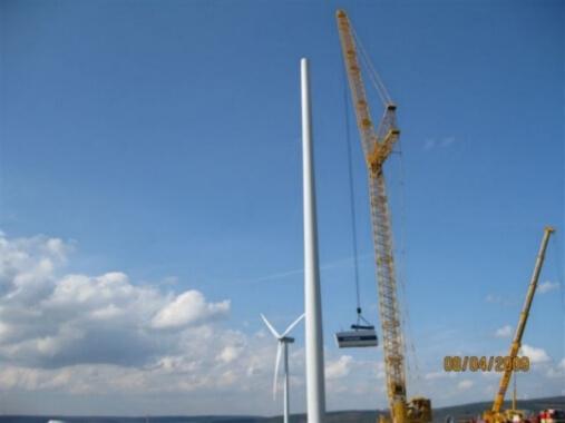 Aufbau mit Kran - Windkraftanlge Lohberg